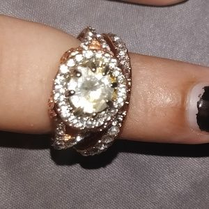 Jewelry - Beautiful vintage white sapphire ring.